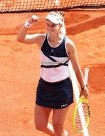 女子シングルス決勝でアナスタシア・パブリュチェンコワを破り、ガッツポーズするバルボラ・クレイチコバ。四大大会初優勝を果たした=パリ(ロイター=共同)