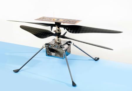 NASAの着陸機「パーシビアランス」に搭載されて火星に到着後、飛行を試みるヘリコプター(NASA提供・共同)