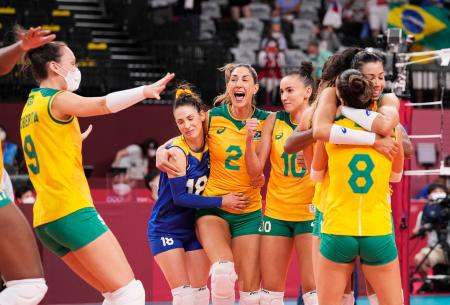 ROCに勝利し喜ぶブラジル=有明アリーナ