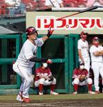 7回楽天2死、内田が右越えに決勝の満塁本塁打を放つ=楽天生命パーク