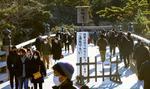 初詣で伊勢神宮内宮を訪れた参拝客=1日午前、三重県伊勢市