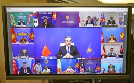 オンラインで行われたASEANと日中韓3カ国の外相会議=3日午後、外務省(代表撮影)
