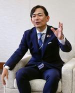 インタビューに答えるりそな銀行の岡橋達哉副社長