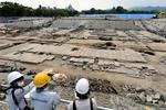 報道陣に公開された、サッカースタジアム建設予定地で見つかった旧日本陸軍「中国軍管区輜重兵補充隊」の施設遺構=25日午後、広島市