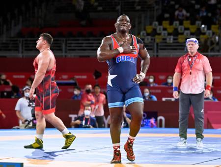男子グレコローマン130キロ級準決勝 トルコ選手に勝利したキューバのミハイン・ロペスヌネス=幕張メッセ