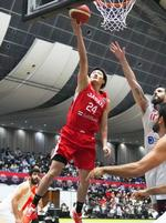 日本―イラン 第1クオーター、シュートを放つ田中=奥州市総合体育館