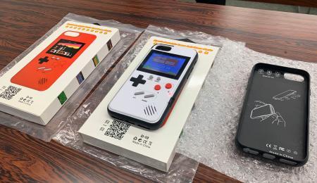 押収されたスマートフォンケース型の海賊版ゲーム機=14日午前、大阪府警本部