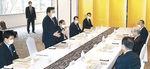 谷本知事と懇談する赤羽国交相=10日午前9時5分、金沢市内のホテル
