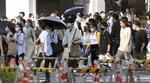 東京・渋谷駅前を歩く大勢の人たち=1日午後