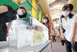 通路にお目見えした氷柱=金沢市の近江町市場