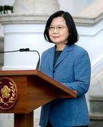 1日、台湾総統府で談話を発表する蔡英文総統=台北(総統府提供・共同)