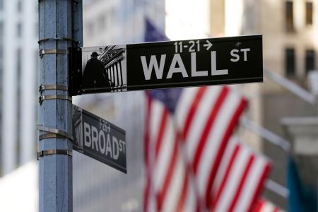 米ニューヨークのウォール街の標識=16日(AP=共同)