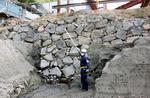 皇居・東御苑で見つかった江戸城初期の石垣=13日午前
