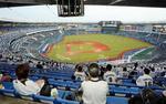プロ野球の制限が緩和され、今季初めて観客を入れて開催されたロッテ―西武戦=10日午後、千葉市のZOZOマリンスタジアム