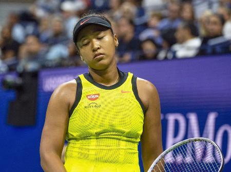 4日、全米テニスの女子シングルス3回戦でさえない表情を見せる大坂なおみ=ニューヨーク(ゲッティ=共同)