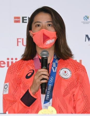 記者会見する競泳の女子個人メドレーで2冠を達成した大橋悠依=2日、東京都内(代表撮影)