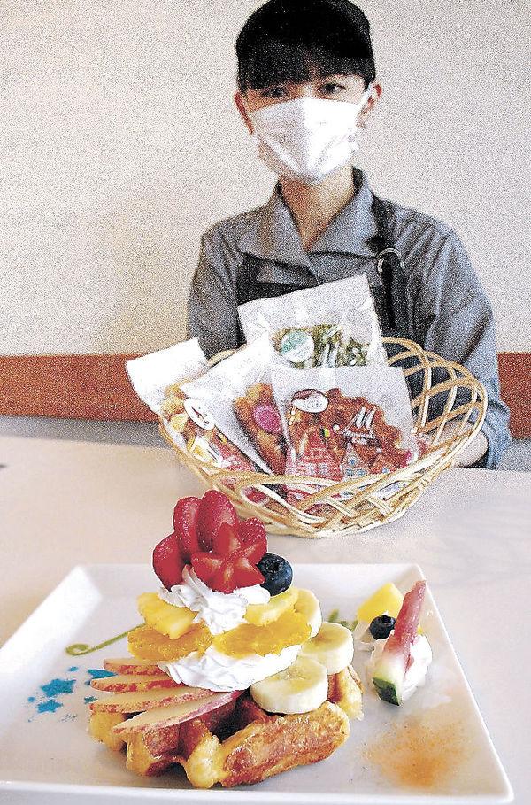 川井姉妹が好んで食べるワッフル=3日、津幡町内のカフェ